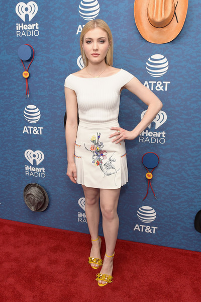 Skyler Samuels Knit Top [red carpet,clothing,carpet,dress,cocktail dress,shoulder,footwear,flooring,premiere,joint,skyler samuels,commercial use,austin,texas,frank erwin center,at t,red carpet,iheartcountry festival]