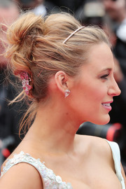 Blake Lively was rocker-glam at the Cannes premiere of 'Slack Bay' wearing this teased updo.