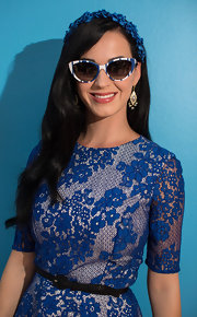 A pair of retro-styled cat eye sunglasses topped of Katy's look.