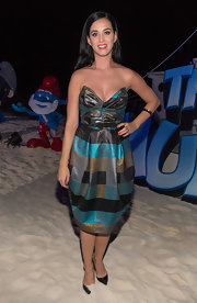 Katy chose this geometric-print dress for a cool and contemporary look at 'The Smurf 2' event in Cancun.