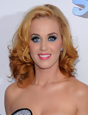 Katy Perry paired a daring Smurf-inspired ensemble with bright blue eyeshadow and full lashes.