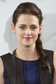 Kristen Stewart brightened her look with a shimmering berry-colored gloss.