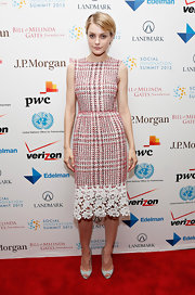 Jessica Stam looked pretty in pink in this pink tweed sleeveless dress with a pretty floral lace hemline.