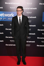 Justin arrived at 'The Social Network' photo call in a sleek suit and black tie.