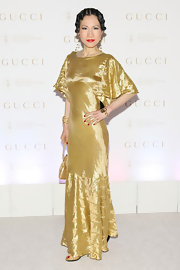 Chiu-Ti Jansen showed her air of drama in this gold bias cut gown at the Sloan-Kettering Spring Ball.