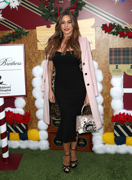 Sofia Vergara Printed Tote [clothing,fashion,dress,outerwear,carpet,shoulder,footwear,event,fur,long hair,brooks brothers hosts annual holiday celebration,benefit st. jude,los angeles,beverly wilshire four seasons hotel,beverly hills,california,brooks brothers host annual holiday celebration,sofia vergara,los angeles to benefit st. jude - arrivals]