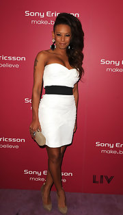 Mel B perfectly matched her nude pumps with a cute nude box clutch. A nice color to offset her white and black dress.