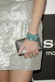 Helen Lindes kept her evening look sparkly from head to toe as she topped off her look with this metallic silver clutch.