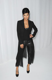 Jessica Szohr accessorized her look with black platform pumps.