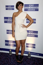 Frankie completed her white-hot mini dress with a pair of chunky, black leather wedges.