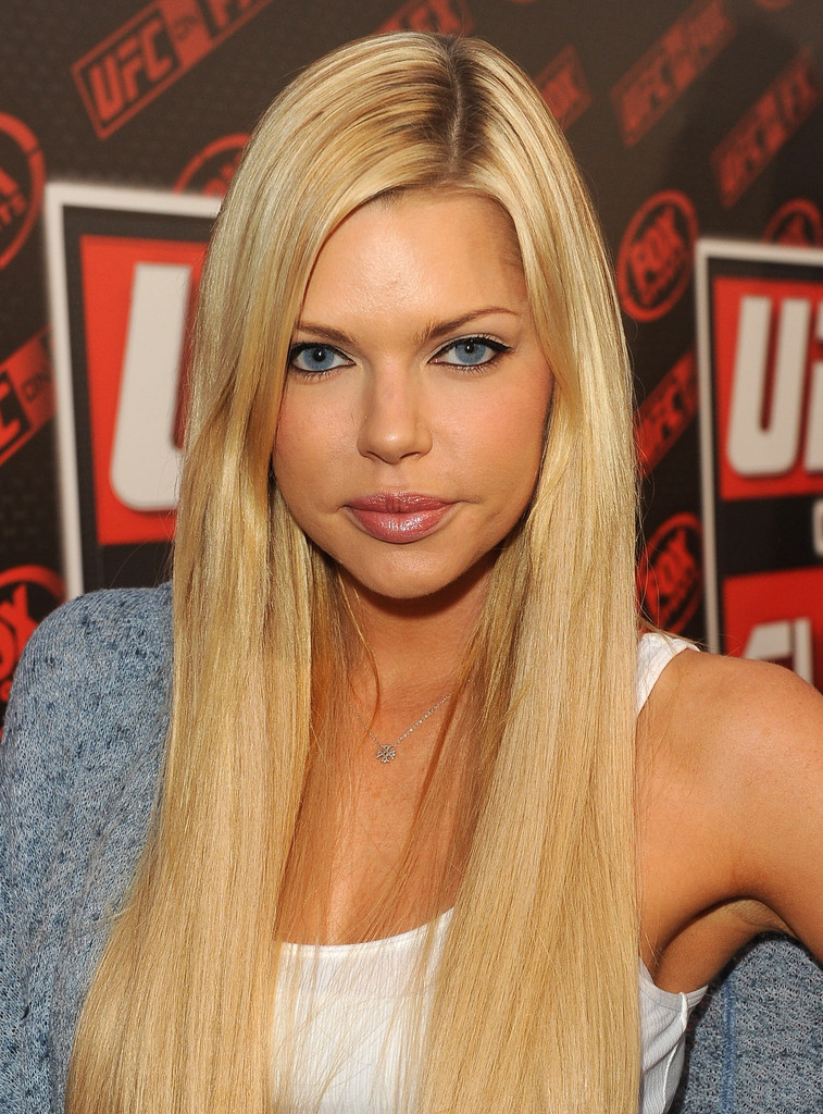 Sophie Monk Retro Eyes Sophie Monk Looks Stylebistro