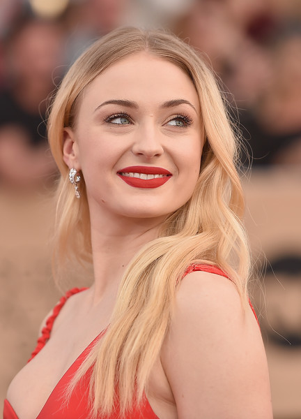 Sophie Turner Long Wavy Cut [hair,face,blond,lip,hairstyle,eyebrow,beauty,skin,chin,long hair,arrivals,sophie turner,screen actors guild awards,california,los angeles,the shrine expo hall]