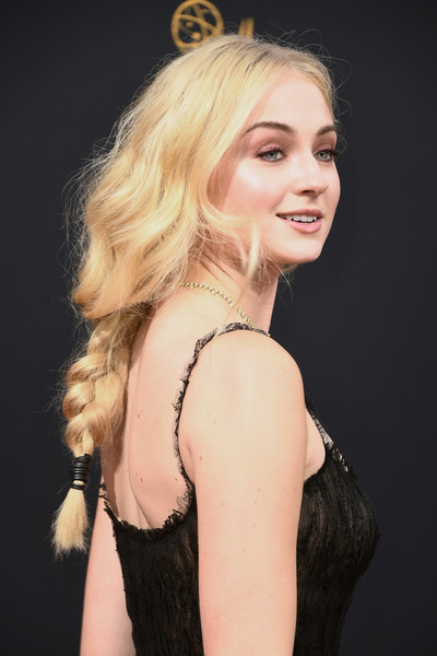 Sophie Turner Loose Braid [hair,beauty,human hair color,model,fashion model,blond,hairstyle,eyebrow,lady,chin,arrivals,sophie turner,microsoft theater,los angeles,california,primetime emmy awards]