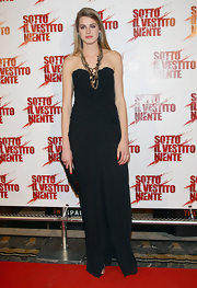 Vanessa was elegant at the Italian movie premiere in a strapless black dress with a gathered waistline.