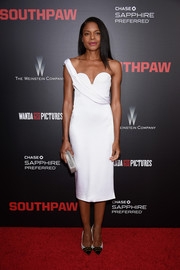 Naomie Harris looked simply divine in this Cushnie et Ochs one-shoulder LWD during the New York premiere of 'Southpaw.'