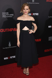 Rachel McAdams owned the red carpet in this sassy off-the-shoulder cutout LBD by Self-Portrait during the New York premiere of 'Southpaw.'
