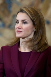 Princess Letizia attended an audience at Zarzuela Palace wearing her hair in feathered, shoulder-length layers.