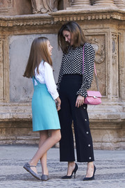 Queen Letizia of Spain attended Easter Mass carrying a quilted pink shoulder bag by Uterque.