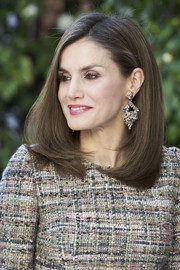 Queen Letizia of Spain wore her hair in a perfectly styled lob during the opening of the 'Obras Maestras de Budapest. Del Renacimiento a las Vanguardias' exhibition.