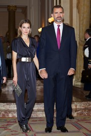 Princess Letizia kept the trendy vibe going with a pair of black laser-cut peep-toe boots.