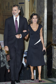 Queen Letizia of Spain was minimalist-chic in a black-and-white V-neck dress by Carolina Herrera at the 2018 Francisco Cerecedo Journalism Awards.