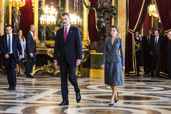 More Pics of Queen Letizia of Spain Frame Clutch (1 of 28) - Frame Clutch Lookbook - StyleBistro [felipe vi,royals,letizia,suit,event,fashion,formal wear,performance,spanish,spain,madrid,royal palace,the national day military parade,reception,national day]