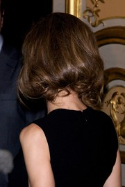 Princess Letizia attended the tribute to Enrique V. Iglesias wearing her locks in a charming faux bob.