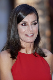 Queen Letizia of Spain wore her hair down to her shoulders with flipped ends while attending a dinner for authorities in Palma de Mallorca.
