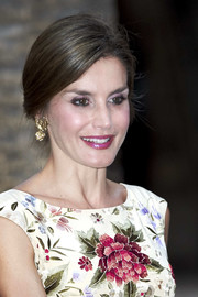 Queen Letizia of Spain attended a dinner at the Almudaina Palace wearing her hair in an elegant loose bun.