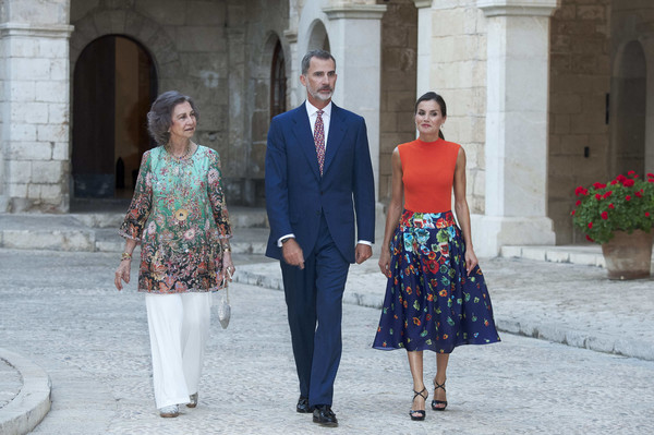 More Pics of Queen Sofia Curled Out Bob (1 of 81) - Short Hairstyles Lookbook - StyleBistro [authorities,royals,felipe vi,letizia,r,dinner,c,people,fashion,standing,event,street fashion,suit,dress,photography,vacation,ceremony,palma de mallorca,spanish,spain]