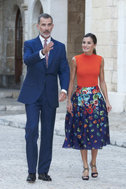 For her shoes, Queen Letizia chose a pair of cross-strap sandals by Magrit.