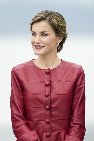 More Pics of Queen Letizia of Spain Chignon (4 of 58) - Queen Letizia of Spain Lookbook - StyleBistro
