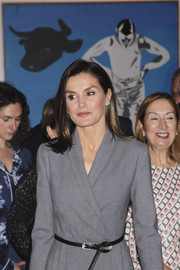 Queen Letizia of Spain paired her gray dress with a skinny belt for the 'Poeticas de la Democracia' exhibition.