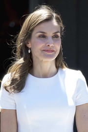 Queen Letizia of Spain sported loose, side-parted waves while receiving the Slovenian President at the Zarzuela Palace.