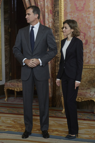 More Pics of Queen Letizia of Spain Curled Out Bob (1 of 39) - Queen Letizia of Spain Lookbook - StyleBistro [suit,formal wear,tuxedo,clothing,white-collar worker,blazer,outerwear,event,businessperson,gesture,felipe vi,letizia,spain,princesa de girona foundation,madrid,royal palace,princesa de girona foundation,spanish royals meet,meeting]