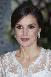 Queen Letizia of Spain kept it classic with this side-parted bun for a gala dinner at the Royal Palace in Morocco.