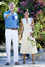Queen Letizia of Spain donned a simple yet stylish white button-front midi dress for her visit to Son Marroig Museum.