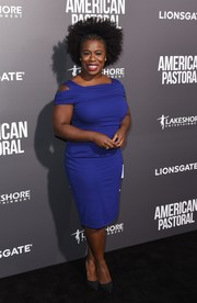 Uzo Aduba showed off her curves in a form-fitting blue cold-shoulder dress by Escada at the special screening of 'American Pastoral.'