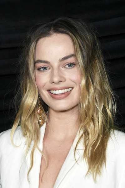 Margot Robbie rocked messy-chic waves at the special screening of 'Bombshell.'