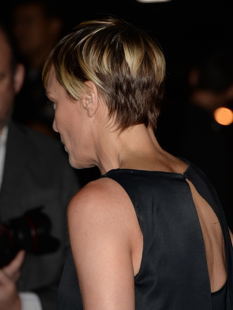 More Pics Of Robin Wright Short Cut With Bangs 2 Of 27