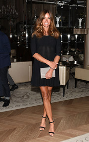 Kelly Bensimon completed her simple attire with a taupe envelope clutch.