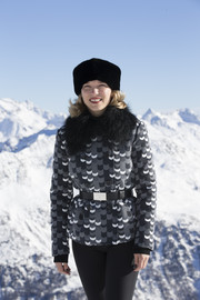 Lea Seydoux gave her bulky jacket a bit of shape with a black leather belt for the 'Spectre' photocall in Austria.