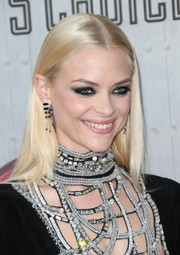 Jaime King sported heavily lined eyes for a rocker-glam beauty look.