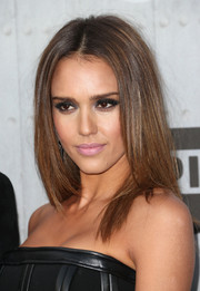 Jessica Alba went for a sexy-edgy beauty look with lots of dark shadow.