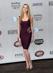 Elle Evans looked oh-so-hot in a body-con purple cutout dress during Spike TV's Guys Choice 2014.