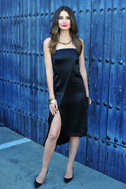 Lily Aldridge kept it simple with black pointy pumps.