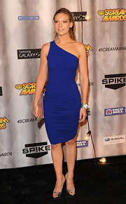 This ruched, one-shoulder dress was exquisite on Anna Torv. The cut looked like it was made for her!