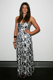 Stephanie donned a graphic print maxi. The dress's black and gray color scheme keep its busy  pattern from being over the top.