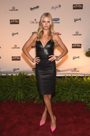 Kelly Rohrbach sweetened up her edgy dress with a pair of pink pumps.