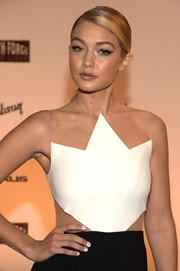 Gigi Hadid rocked striped nails at the SI Swimsuit Takes Over the Schermerhorn Symphony Center event.
